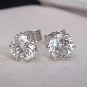 Elegant 1.40ct diamond studs