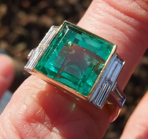 Superb and rare 4.5ct natural emerald ring