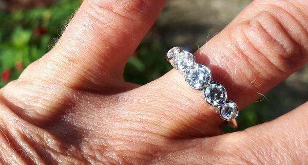 Lovely vintage 1.30ct 5 stone diamond ring
