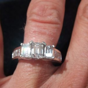 Breathtaking diamond trilogy ring 2.10ct