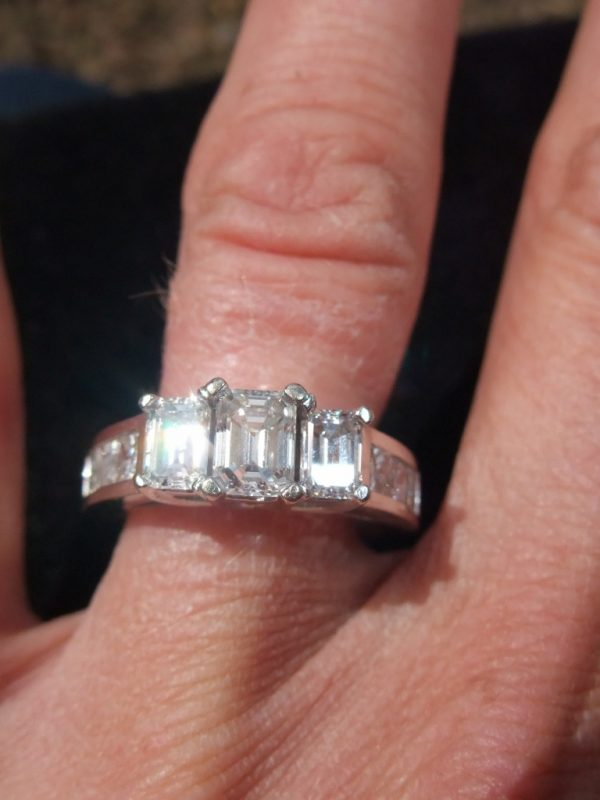 Breathtaking diamond trilogy ring 2.10ct