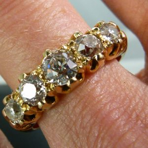 Lovely victorian 5 stone 1.50 ring
