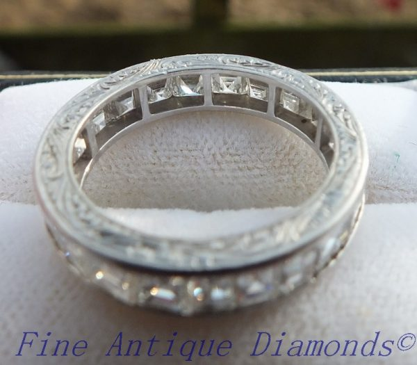 Engagement style antique diamond ring